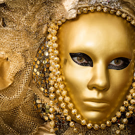 The golden mask by Arti Fakts - News & Events Entertainment ( goldy, bright, carnival, mask, yellow, artifakts, eyes, disguised, pearl, make up, hide, pearls, hidden, feast, venice, costume, gold, venezzia, italy, golden, shiny )