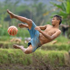 by Sabdo Bintoro - Sports & Fitness Soccer/Association football