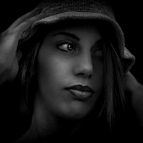 Noir chapeau by Zoe Photography - People Portraits of Women