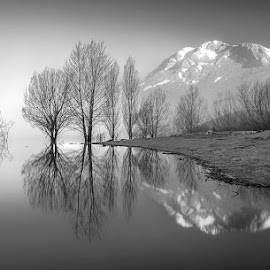 MAGIC IN ESPIGÜETE by Juan PIXELECTA - Landscapes Mountains & Hills ( mountain, lake, espigüete, landscape, spain, black and white, b&w )