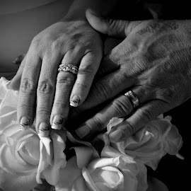 Rings by Brandon Stephens - Wedding Details ( bouquet, black and white, hands, wedding, rings, bride, groom )