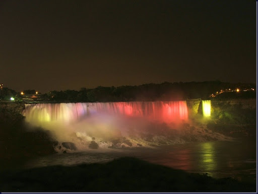 Niagara_falls_in_dark