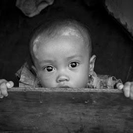 I see You by Chris Tuarissa - Babies & Children Child Portraits ( child, noir, streetportrait, monochrome, life, black and white, indonesia, children, jakarta, portrait, photography )