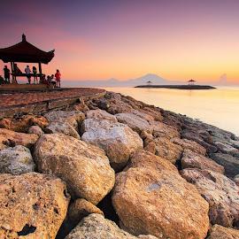 Enjoy Sunrise with Friends by Sunan Tara - People Group/Corporate ( bali, bale, sanur, seascape, sunrise, boat, landscape, people )