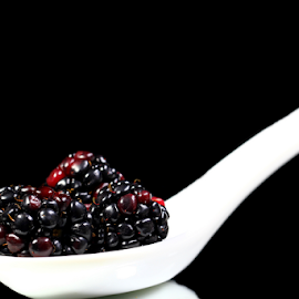 Blackberry by Dipali S - Food & Drink Fruits & Vegetables ( raw, blueberry, no, leaf, people, photography, crop, colour, of, berry, bilberry, nature, fresh, lifestyle, antioxidant, vegetarian, objects, closeup, dessert, bowl, superfood, fruit, c, green, fruits, vegetables, huckleberry, health, snack, and, blackberry, nutrition, organic, sweet, blue, food, horizontal, ripe, healthy, eating, freshness, group, vitamin )