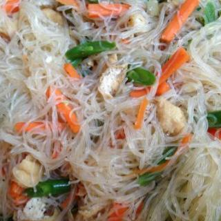 Vegetarian Pancit Bihon (Filipino fried noodles)