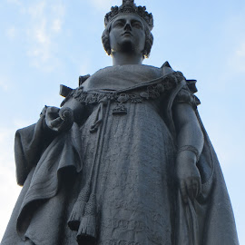 Queen Vicky by Bets Doucette - Buildings & Architecture Statues & Monuments