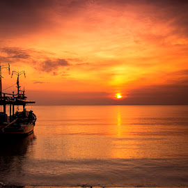 Start Shining by I Ketut  Sadia - Transportation Boats ( port, boats, sea, ships, sunrise, beach, landscape )