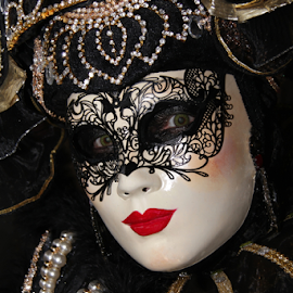 Venice Mask by Dominic Jacob - People Musicians & Entertainers ( venezia, italia, carnival, carnaval, carnevale, venice, italie, mask, venise, italy, masque, maschere )