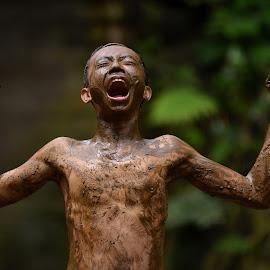 woooo by Sabdo Bintoro - Babies & Children Children Candids