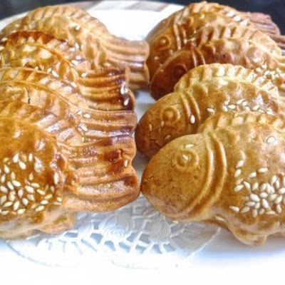 Traditional Fish Doll Mooncakes ( with chicken floss )