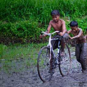 Friends with my bike by Teguh Gogo - Babies & Children Children Candids