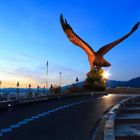 The Eagle by Tsukiyama Kaminaga - Buildings & Architecture Statues & Monuments ( bluehour, landmark, eagle, kedah, blue, sunset, bluesky, places, travel, langkawi )