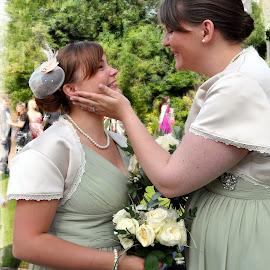 Best friends by Wendy Clee - Wedding Other ( wedding, women, portrait, nikon d90,  )