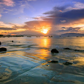 Hu'u by Erwan Setyawan - Landscapes Beaches