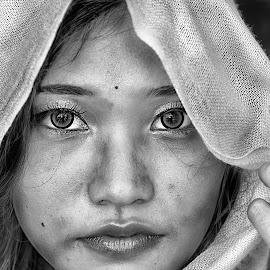 b by Jhonny Yang - People Portraits of Women