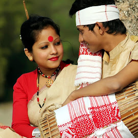 Bihu by Parash Sarmah - People Couples ( people, crowd, humanity, society )