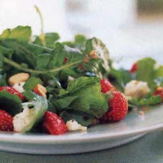 Strawberry and Arugula Salad with Hazelnut Dressing