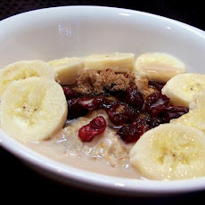 Old Fashioned Oatmeal With Bananas and Raisins