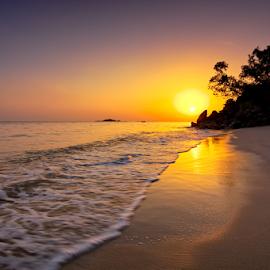 ... beautiful Batu Feringghi by Keris Tuah - Landscapes Sunsets & Sunrises ( water, waterscape, colorful, tuah, colors, scenics, landscaping, scenic, colorfull, landscape, sun, keris, color, sunset, scene, landscape photography, sunrise, scenery, keristuah, landscapes, keris tuah )