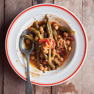 Loubieh Wa Hommus Bi-Ziet (Lebanese-Style Green Beans With Chickpeas in Olive Oil)