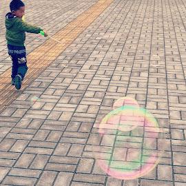Version II by Jason Kwong - Instagram & Mobile iPhone ( bubble, kid, child, fun, streetsnap, kunming, china, yunnan, hongkong, hkig, picofday, hope )