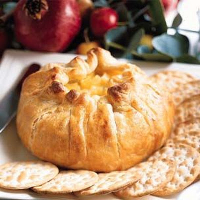 Baked Brie en Croûte with Apple Compote
