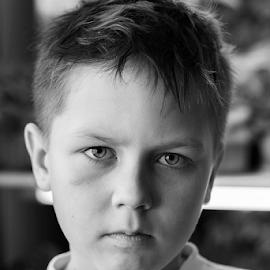 Никита получил травму когда катался на лыжах и теперь просит не убирать синяк под глазом на фотографиях.  by Vadim Malinovskiy - Babies & Children Child Portraits