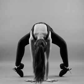 by Ivelin Zhelyazkov - Sports & Fitness Other Sports ( thumbs, балет, студио, момиче, light modifier, ballerina, portrait, танц, жена, photo studio, girl, палци, softbox, woman, балерина, портрет, ballet, dance )