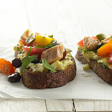 Niçoise Toasts