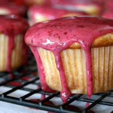 Mascarpone Cupcakes With Strawberry Glaze