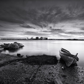 B&W Sunset by Rui Catarino - Black & White Landscapes ( tejo, rio, barcos, monocromático, boats, river, barreiro )