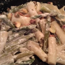 Penne With Pistachios, Asparagus, and Cream