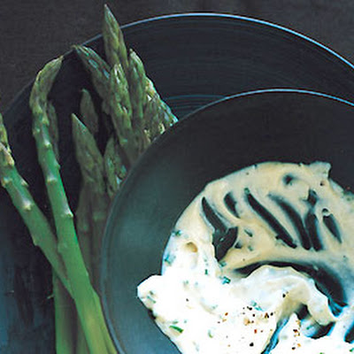 Asparagus with Roasted-Garlic Aïoli