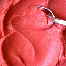 5-Minute Healthy Strawberry Frozen Yogurt