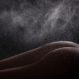Under the stars by John Einar Sandvand - Nudes & Boudoir Artistic Nude ( water, low key, krakow, artistic nude )