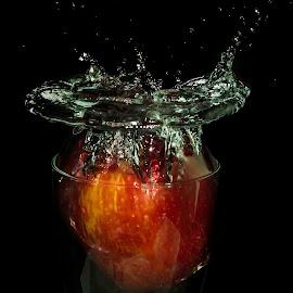 Apple Bomb by Simon Tidd - Abstract Water Drops & Splashes ( water, fruit, splash, still, water splash )