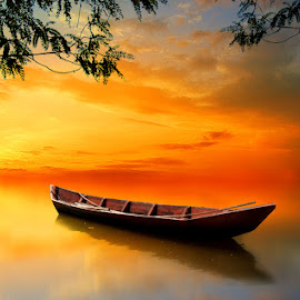 perahu senja by Indra Prihantoro - Transportation Boats ( sunset, boat )