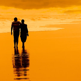A walk to remember by Shamba Mukherjee - Novices Only Portraits & People ( love, sea, couple, beach, walk, golden )