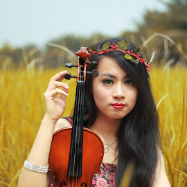Violinist by Drianz Chen - People Musicians & Entertainers ( pose, model, nature, violin, musician,  )