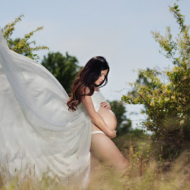 In the wind by Tammy Swarek - People Maternity ( maternity, woman, outdoor, tammy swarek,  )