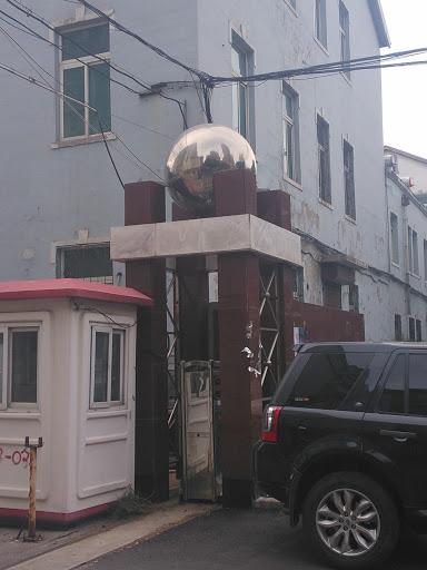 柱子顶个球