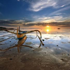 Jukung by Gede Widiarsa - Landscapes Sunsets & Sunrises ( bali, mertasari beach, jukung, sanur )