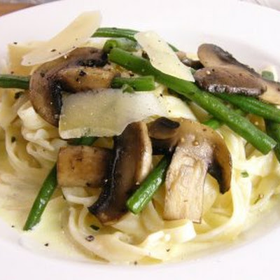 Tagliatelle Alfredo with Fine Beans and Mushrooms