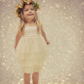 Wishing upon a Christmas star by Lucia STA - Babies & Children Child Portraits