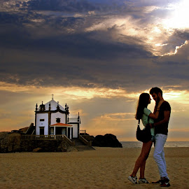 Romance on the beach by Antonio Amen - People Couples