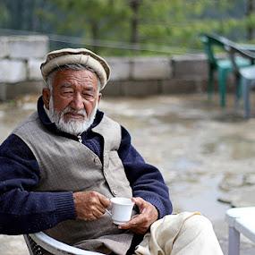 The old man by Fawad Hashmi - People Portraits of Men ( face, old, cassel, street, star, indian, actor, hermit, people, portrait, seymourcassel, grunge, life, seymour, beard, men, senior citizen, , Selfie, self shot, self portrait, Travel, People, Lifestyle, Culture )