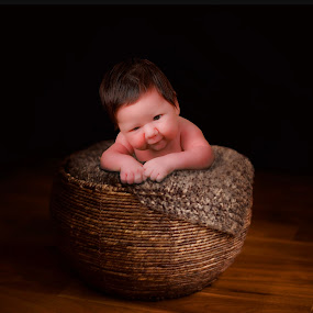 Baby on basquet by Pablo Barilari - Babies & Children Babies ( baby portrait, baby, portrait, basquet )