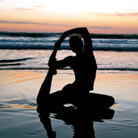 Yoga on the beach in Costa Rica by Tyrell Heaton - News & Events Health ( sunset, costa rica, beach, yoga,  )