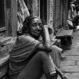 Woman by Shashwat Prakash - People Street & Candids ( contrast, old, black and white, woman, lady, pink, varanasi, lanes )